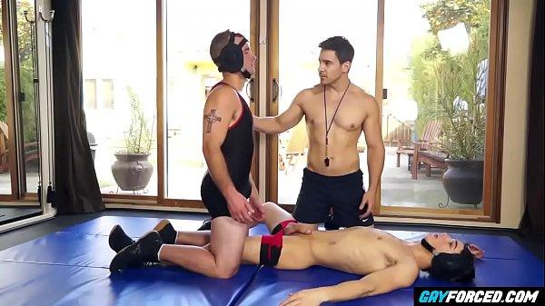 Wrestler Twinks Threesome Fuckers – GayForced.com